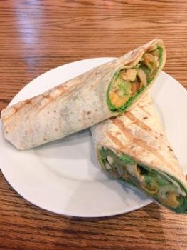 Chicken avocado wrap ~ Vida e cafe