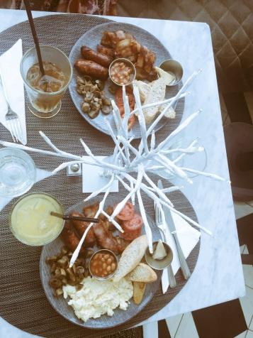 Full English breakfast ~ coco lounge